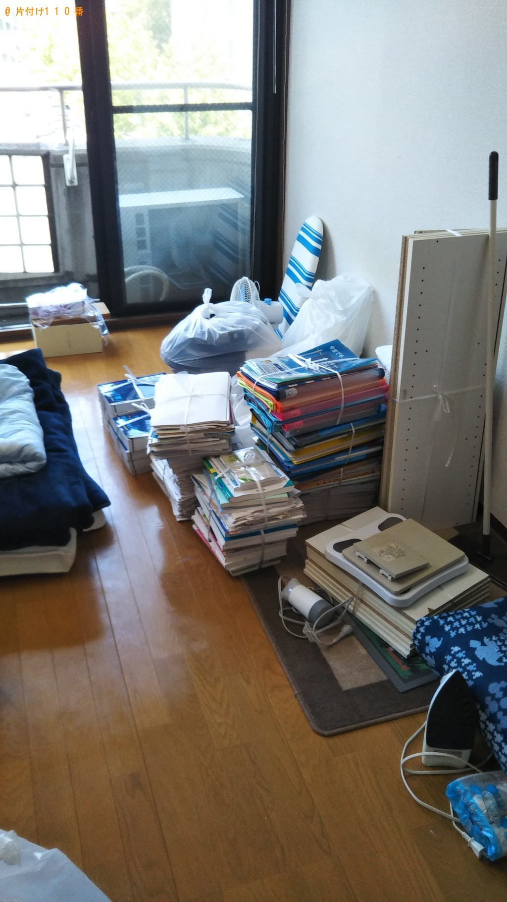【和歌山市】カーペット、スタンドミラー、食器棚、本棚等の回収